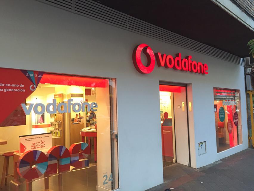 0b56b95bfed Vodafone inaugura en Salamanca su tienda 2.0 número 400 - Neeo   Todo sobre  medios de comunicación en España